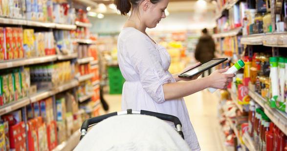 atelier-woman-shopping-ipad